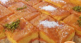 کیک مافین میوه ای با تزیین پودر نارگیل و پسته